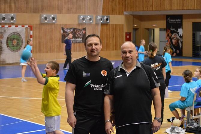 Trenér A-týmu žen Luboš Hudák a šef Školní ligy Jiří Maršík